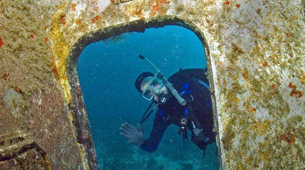 Underwater tour to airplane wreck, diving