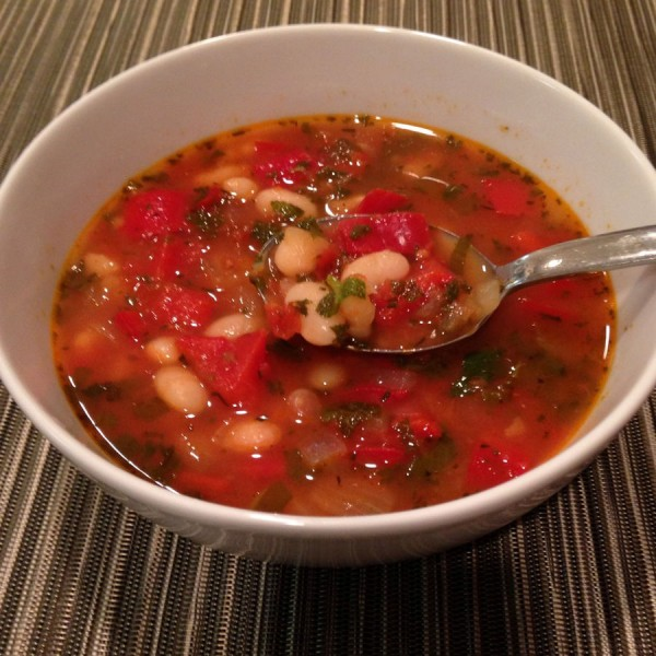 900px-Bean_soup_with_tomatoes_and_red_peppers