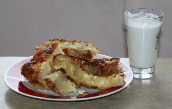 Banitsa_and_yogurt